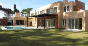 Uy 082  Casa en Venta Barrio Cerrado Boulevard Park