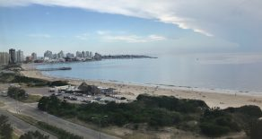 Uy  114   Playa Mansa parada 6,frente al mar.
