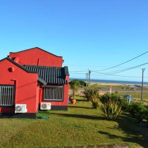 Uy  116  Casa sobre Ruta 10 frente al Mar c/excelente vista.