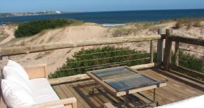 Uy 060  Casa frente al mar, en el balneario Tío Tom