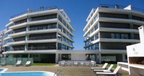 Uy 084  Edificio nuevo en primera línea en parada 31 de Playa Brava