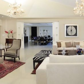 Uy 113  Casa en alquiler,8 suites