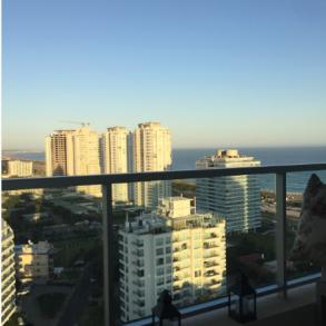 Uy 141 Apartamento de lujo ! Esquinero piso alto con vista al mar .