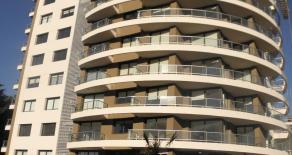 Uy 163  Apartamento en piso alto y vista verde